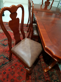 8 Set Dining Table