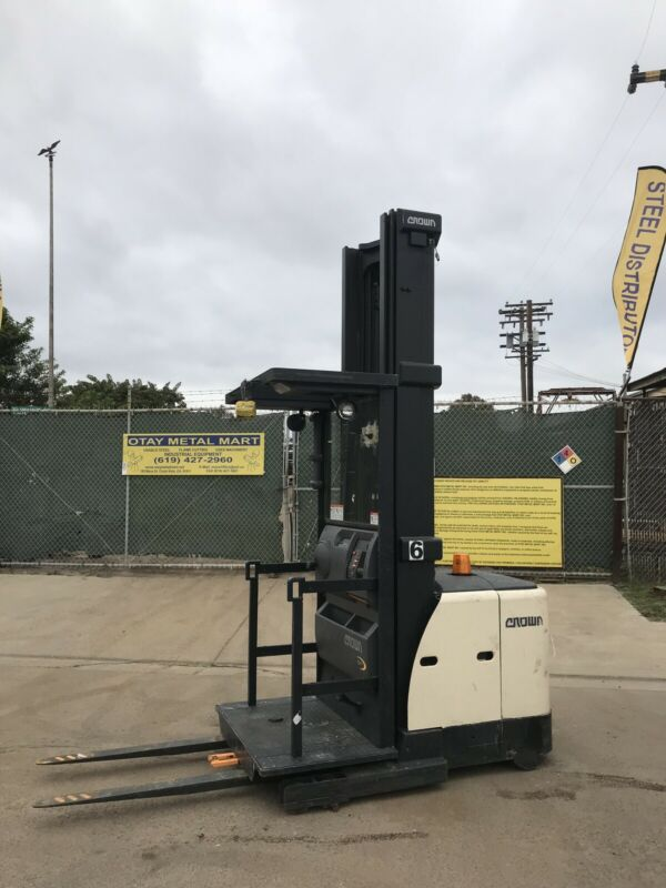 "Crown SP-3520-30  Order Picker 312"" mast"
