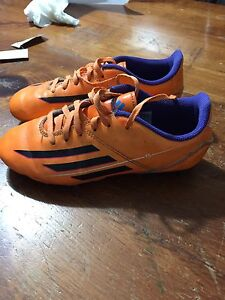 Adidas size 3 soccer cleats