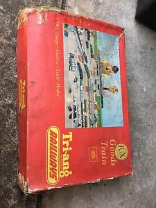 TRIANG Model Railway Train Set Myrtle Bank Unley Area Preview