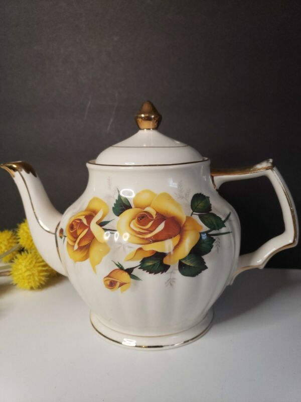 Sadler Teapot - Yellow Roses Trimmed in Gold - Made in England - Pattern Unknown