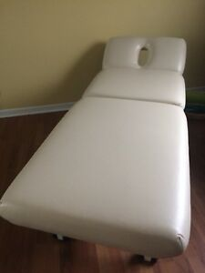 Message bed for massotherapy