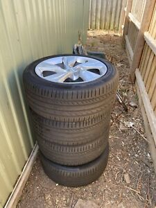 Commodore rims and tyres