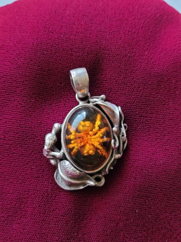 Vintage Sterling Silver & Amber with Reverse Cameo Spider Inclusion Pendant 10g