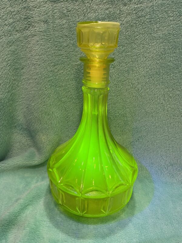 Vaseline/uranium Canary Yellow Glass Decanter—Art Deco-great cond!