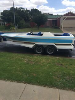 Speed boat ,Chase Hull, 350 Chev,