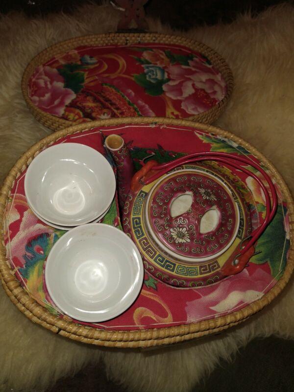 VINTAGE Chinese Rose Medallion Porcelain Tea Pot Tea Set In Woven Picnic Basket