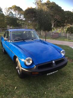 MG B GT 1977 RUBBER NOSE