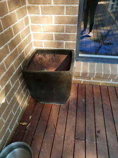 Black ceramic pot Bomaderry Nowra-Bomaderry Preview