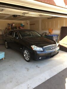 Hello I am looking to sell a Infiniti m35x asking 2500