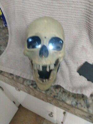 Gemmy Animated Skull Gemmy Motion Sensor talking Skull.