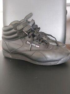 Reeboks ladies sneaker
