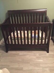 Munire 3 in 1 Convertible Crib