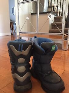 Boys size 11 Cougar Winter Boots