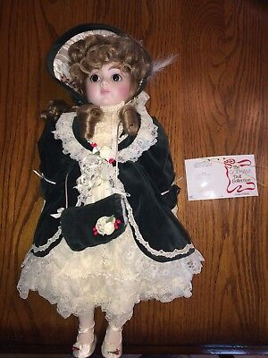 """Gorham Christmas Musical Doll-""""Noel"""" 1987 Boxed-Plays """"White Christmas"""" Doll No."""