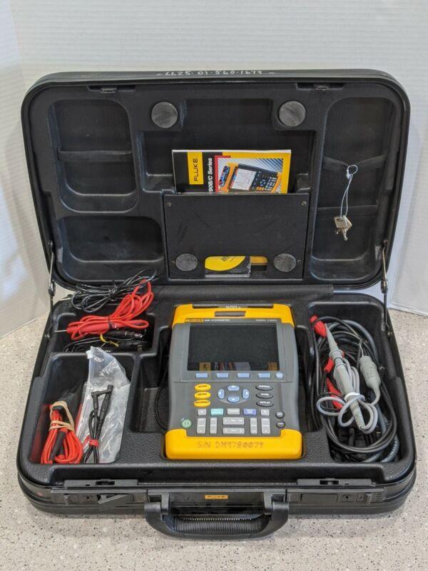 Fluke 199B Scopemeter  2.5GS/s 200MHz + Case and Accessories