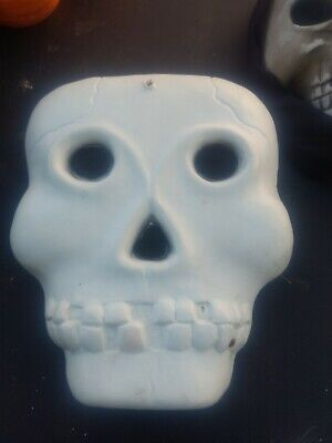 WHITE BLOW MOLD SKULL SKELETON FACE LIGHTED INDOOR/OUTDOOR