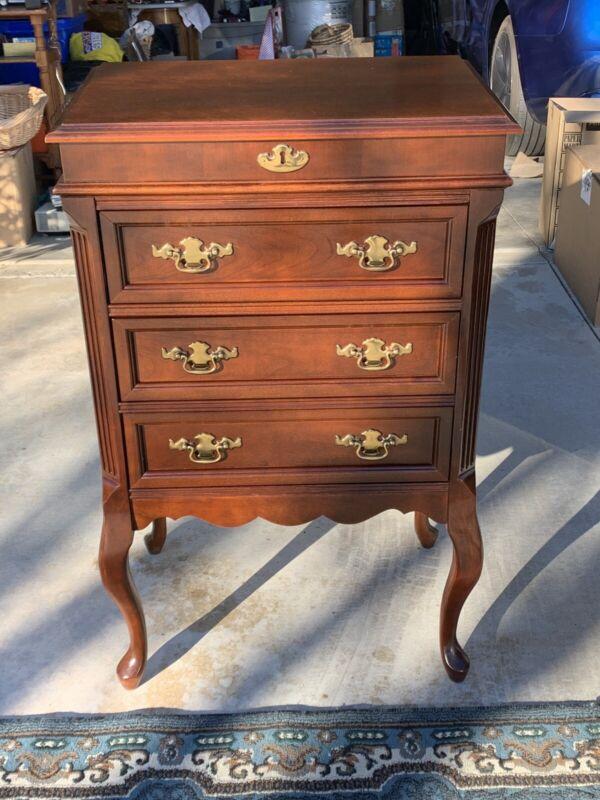 """Beautiful Bassett Dresser W/ Lift-top - 3 Drawers 39.5"""" X 24.5"""" X 16.5"""" Vintage"""