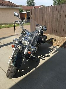 Beautiful  2004 Suzuki Intruder LC 1500