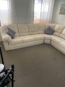 Modular lounge suite