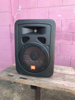 JBL EON10 G2 Powered speakers with carry bag.