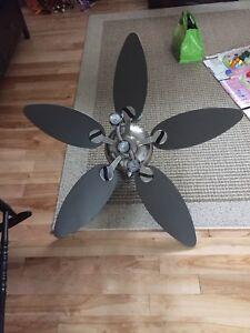 Ventillateur de plafond à vendre 75$