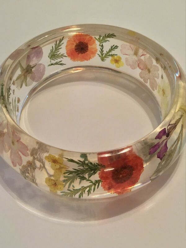 Vintage Dried Wild Flower Clear Lucite Acrylic Wide Bangle Bracelet
