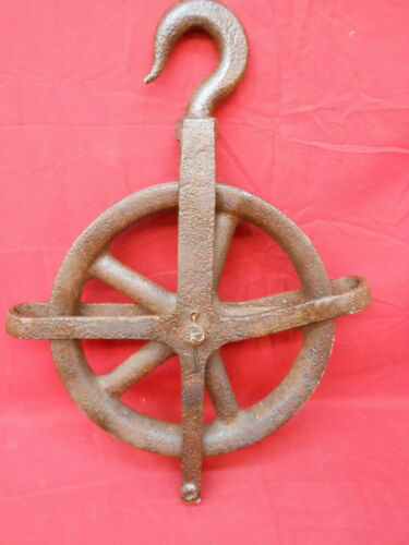 Vintage Large Old Well & Barn Pulley Heavy Duty Rustic Industrial