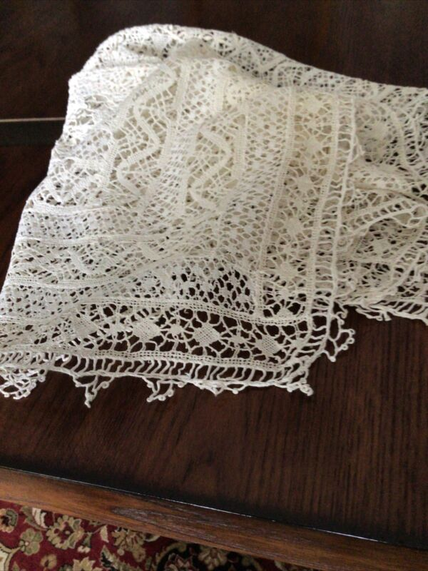 Antique Cream CLUNY LACE.   25x26, Gorgeous, Clean and Pressed.
