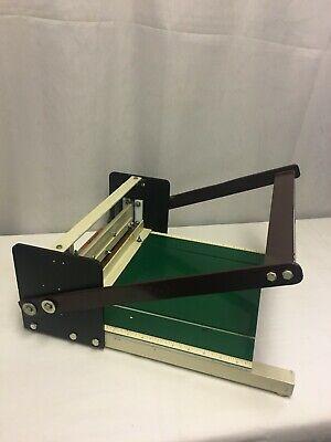Manual Creasing Scoring Paper Machine.
