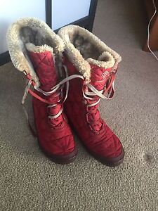 Brand new Columbia Snow Boots size 6 womens