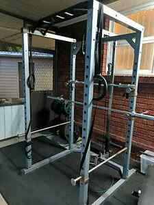 Muacle motion power cage with lat pull down and chin up Fairfield Fairfield Area Preview
