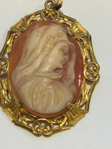 Vintage Gorgeous Hand Carved Shell Cameo of the Virgin Mary Pendant in Gold