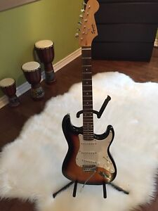 Guitare Squier strat - Impeccable