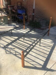 Queen size bed excellent condition. Very easy to put together
