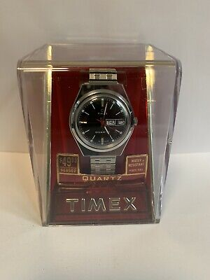 VINTAGE NOS 1977 TIMEX DAY/DATE ENGLAND DIAL WATCH WITH BOX AND MANUAL