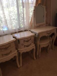 FRENCH PROVINCIAL/QUEEN ANNE BEDROOM SUITE Tweed Heads West Tweed Heads Area Preview