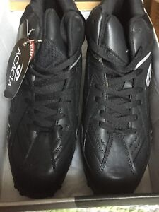 New In BoxMe a Football Cleats