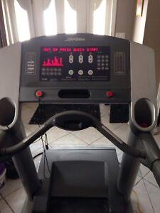 LifeFitness Treadmill 95Ti $500 FIRM