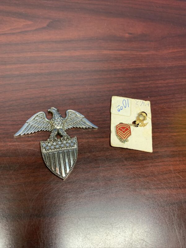 Vintage WWII Marines Emblem Pin with Chain and USA flag Crest W/ Eagle~~~A6