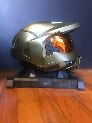 Master Chief Helmet (Halo 3 Legendary Edition Master Chief Helmet with Stand - No Game)