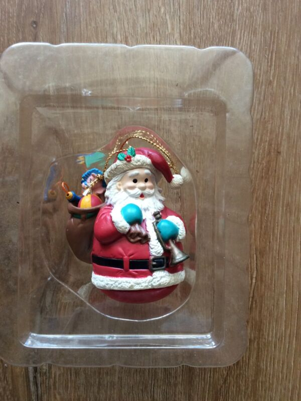 LUSTRE FAME MATRIX CHRISTMAS ORNAMENT:  SANTA CARRYING TOY SACK / Horn In Hand