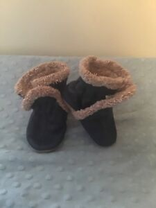 Robeez lined boots 0-6 months navy.