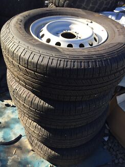 4x4 tyres near new 255/70/16 Gloucester Gloucester Area Preview