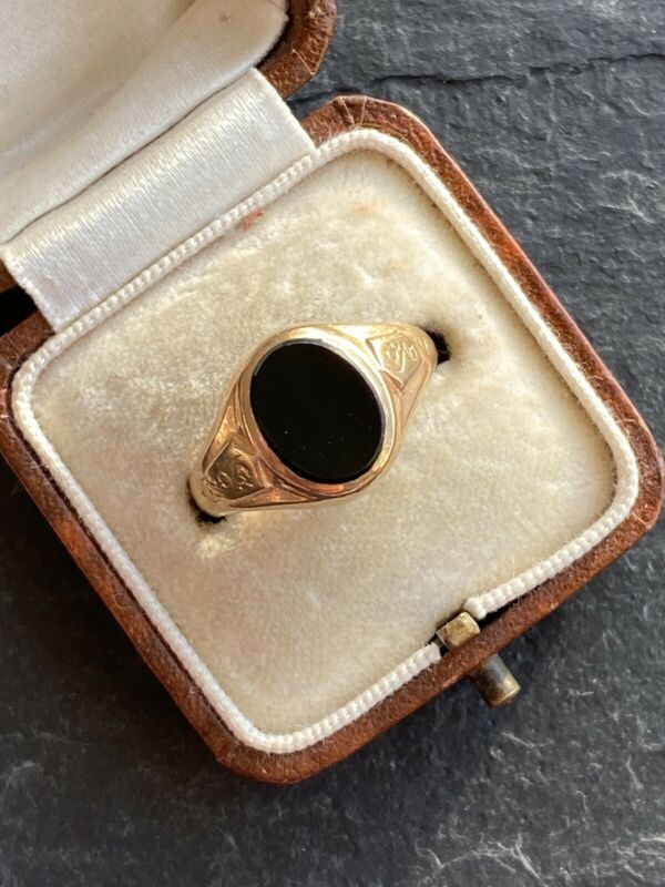 Vintage Onyx 9ct Yellow Gold Signet Ring.