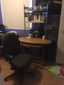 Desk and chair combo 40$
