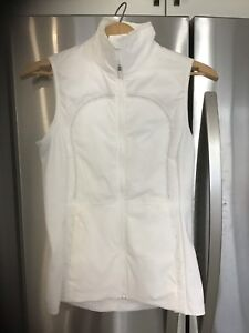 Lululemon size 6 Run with the cold white vest