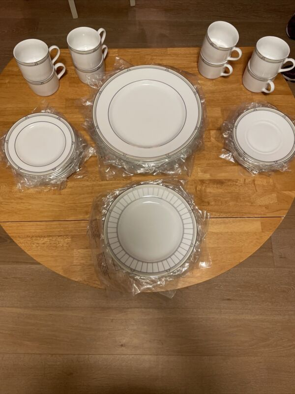 Royal Worcester Mondrian Fine China Service For 8 Set New Rare