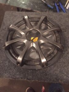 """Kicker 10"""" in box and amp 300.4"""