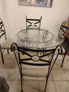 Dinnette glass table and four chairs